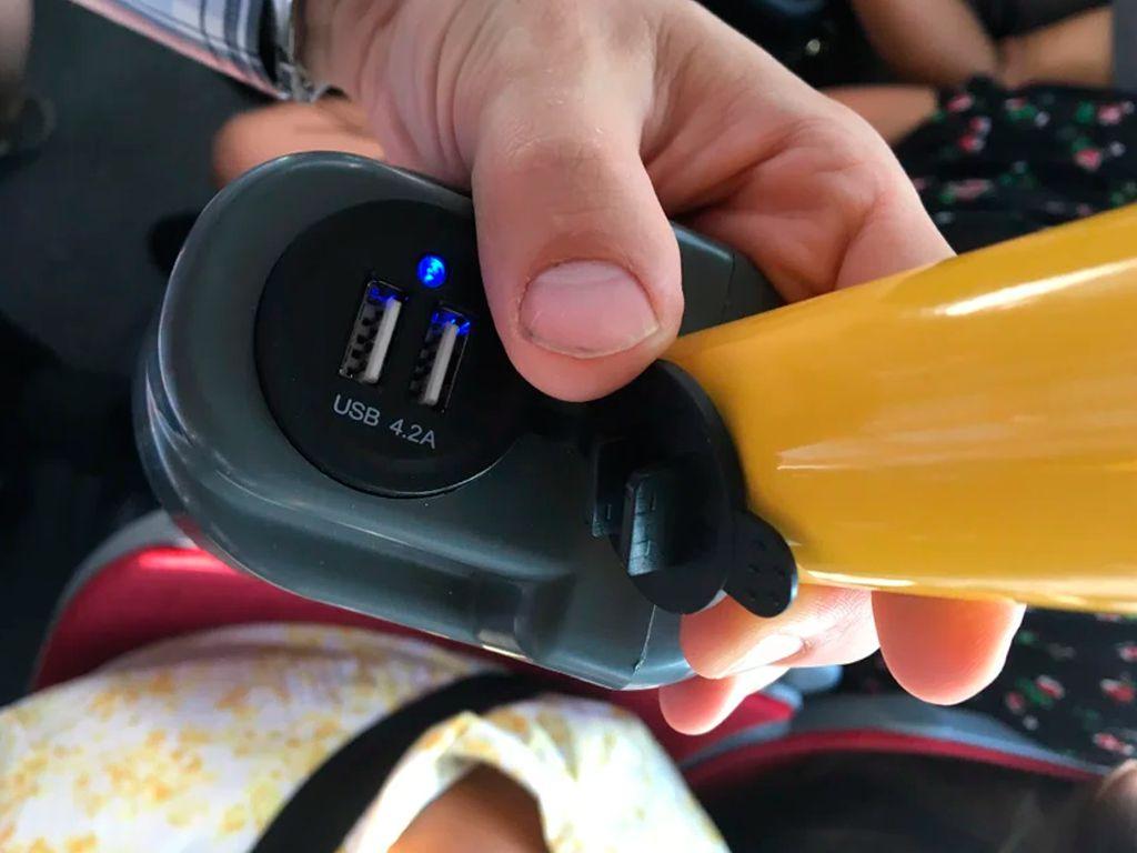 Usb розетка на трубу Держатель USB зарядного устройства на поручень в транспорте черный TUC-HLD-HR01-BLK